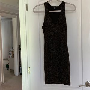 Black / Gold sparkle form fitting v-neck dress